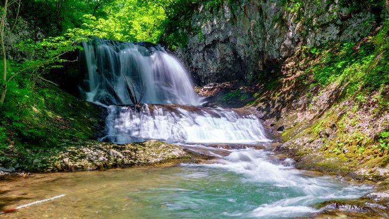 気軽に見に行ける札幌市内の滝 「平和の滝」で癒されてみては?|Domingo