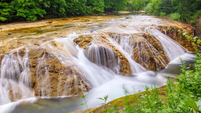 北海道にナイアガラの滝が!?伊達市「大滝ナイアガラの滝」|Domingo
