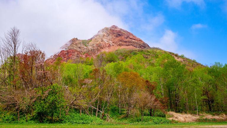 地球のエネルギーが生んだ火山って!?国の特別天然記念物「昭和新山」が生まれた謎に迫る|Domingo