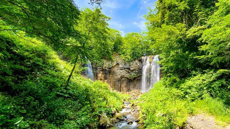 日本の滝100選にも選定!迫力満点の「アシリベツの滝」|Domingo